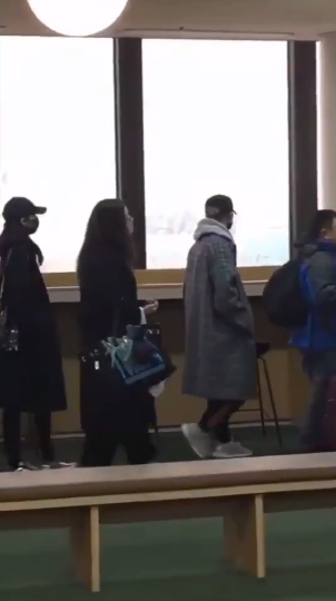 网友偶遇鹿晗关晓彤韩国同游 穿同款外套甜蜜暴击