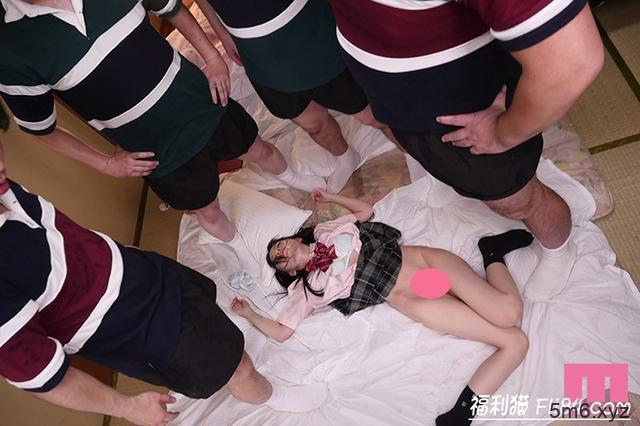 """MIDE-735:橄榄球社团经理七沢みあ(七泽美亚)惨遭巨汉学长们""""轮流硬上""""!"""